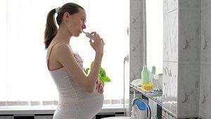 Phụ nữ mang thai bị sâu răng có bị sao không